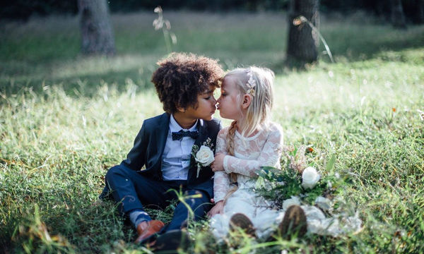 Αυτά τα παιδιά έκαναν την πρώτη τους φωτογράφιση γάμου και το αποτέλεσμα είναι εκθαμβωτικό! (pics)