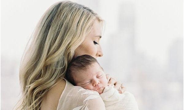 Πώς πραγματικά είναι οι πρώτες μέρες με το μωρό στο σπίτι; Μια μαμά τις περιγράφει