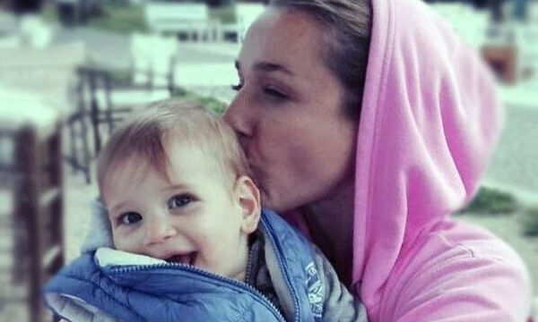 Κάτια Ζυγούλη: Φωτογραφίζει τον 19 μηνών γιο της Απόλλωνα με το αγαπημένο του παιχνίδι