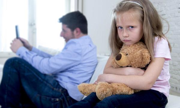Τι σημαίνει για το παιδί να μεγαλώνει με έναν απόμακρο πατέρα;