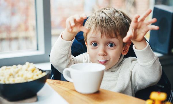 Οι τέσσερις μύθοι για την παιδική διατροφή που πιστεύουν ακόμα οι γονείς
