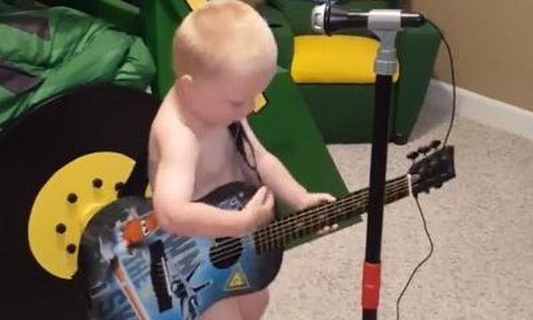 Αυτά είναι μουσικά ταλέντα. Από κούνια!