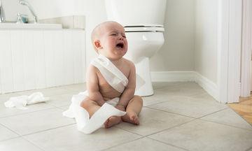 Παιδική δυσκοιλιότητα: Τι φοβάται περισσότερο το παιδί και δεν πηγαίνει στην τουαλέτα;