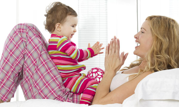 Παιχνίδια κατάλληλα για μωρά 6-12 μηνών - Τι κερδίζει το ενδιαφέρον τους