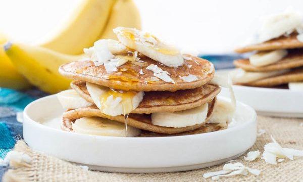 Πεντανόστιμα pancakes με 3 μόνο υλικά! Ιδανικά για πρωινό