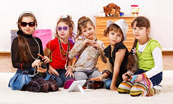 Φτιάξτε μαζί με τα παιδιά σας πολύχρωμα βραχιόλια φιλίας