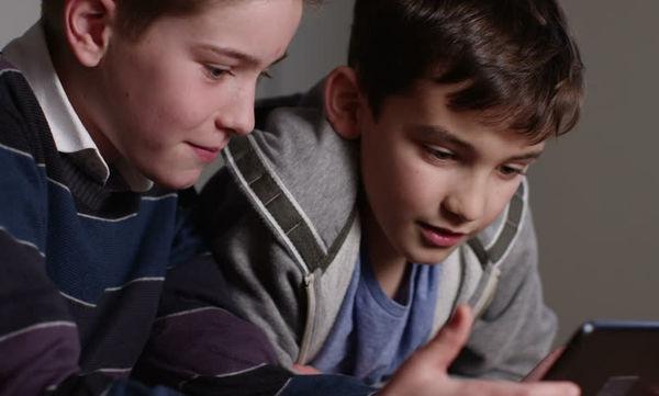 Το μυστικό για να γίνουν τα αγόρια «αστέρια» στο σχολείο