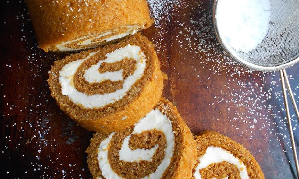 Pumpkin Roll με γέμιση κρέμας γιαουρτιού