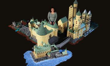 Μαμά έφτιαξε το κάστρο του Hogwarts χρησιμοποιώντας 400.000 τουβλάκια και μας άφησε άφωνους (pics)