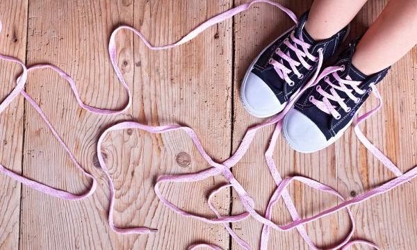 Λύνονται τα κορδόνια των παπουτσιών σας; Όχι πια (video)