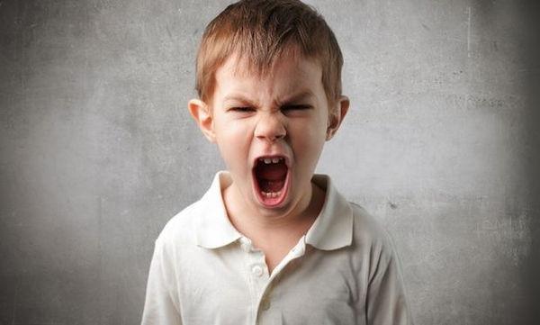 Γκρινιάρικο παιδί: 6 τρόποι για να δώσετε τέλος στη γκρίνια του