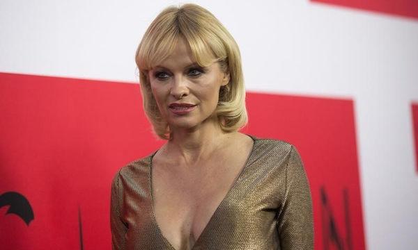 Η Pamela Anderson στα 50 της κάνει την πιο συγκινητική εξομολόγηση για τους γιους της