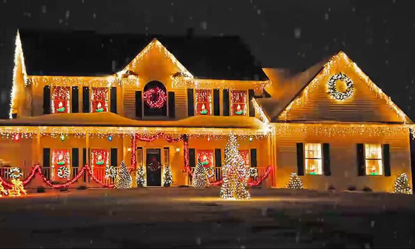 Μήπως το παράκαναν με τον χριστουγεννιάτικο στολισμό και τα φώτα; Τα πιο κιτς σπίτια του διαδικτύου