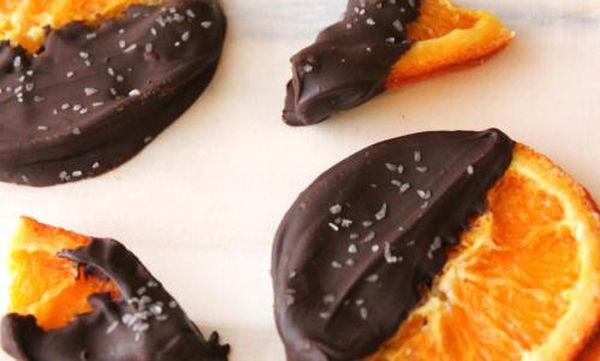 Συνταγή για ροδέλες πορτοκαλιού με μαύρη σοκολάτα για τα Χριστούγεννα