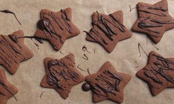 Χριστουγεννιάτικα σοκολατένια μπισκότα με λίγα υλικά
