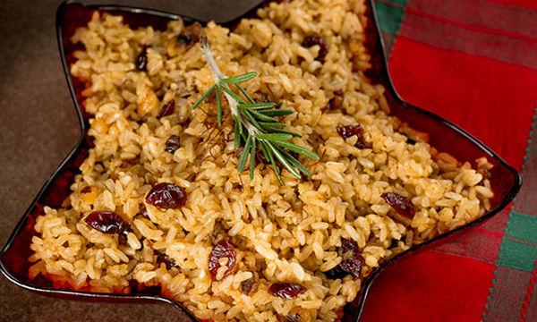 Γιορτινό ριζότο με σταφίδες και καβουρδισμένα αμύγδαλα