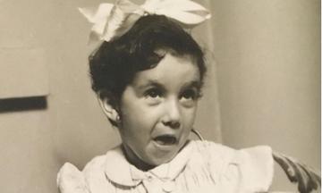 Αναγνωρίζετε ποια σπουδαία τραγουδίστρια είναι το κοριτσάκι της φωτογραφίας;