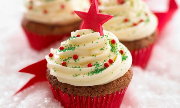 Ούτε μία, ούτε δύο αλλά 100 υπέροχες ιδέες χριστουγεννιάτικης διακόσμησης cupcake