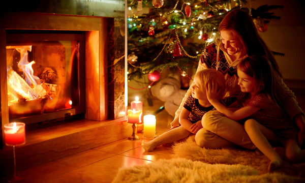Χριστούγεννα με τα παιδιά στο σπίτι: Συμβουλές για ήρεμες και χαρούμενες γιορτές