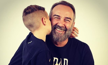 Γρηγόρης Γκουντάρας: Το σχόλιο του γιου του για το χριστουγεννιάτικο δέντρο τους. Συμφωνείτε;