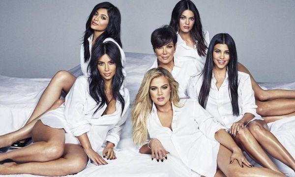 Οι Kardashians είναι οι «βασίλισσες» του χριστουγεννιάτικου στολισμού και με αποδείξεις (pics)