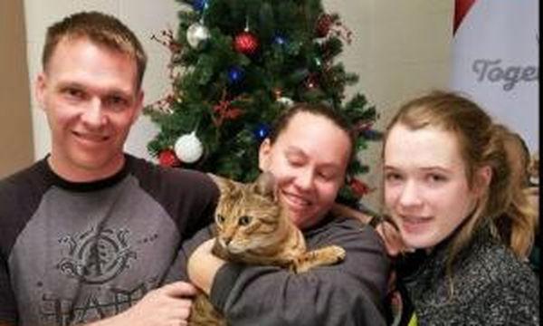 Το θαύμα των Χριστουγέννων: Βρήκαν τη γάτα τους, μετά από 3 χρόνια (vds)