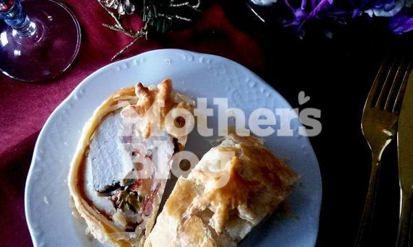 Εορταστικό ρολό κοτόπουλο τυλιγμένο σε σφολιάτα για το πρωτοχρονιάτικο τραπέζι