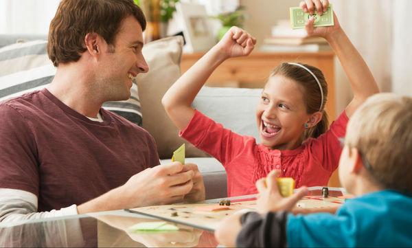 Ιδέες για πρωτοχρονιάτικα δώρα: Επιτραπέζιο Buzzer Junior για όλη την οικογένεια
