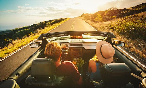 Ο άνδρας φωτογράφιζε τη σύζυγό του στα ταξίδια με αυτοκίνητο. Το αποτέλεσμα είναι πολύ αστείο (pics)