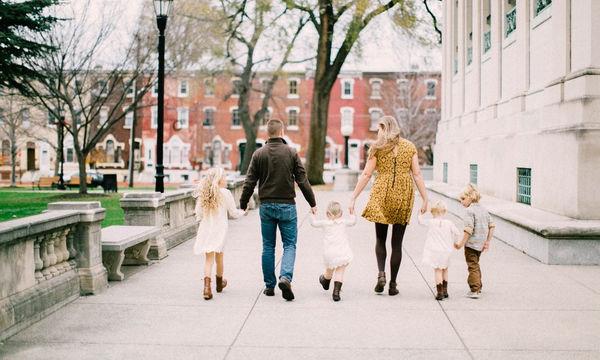 Το γράμμα μίας μαμάς στις υιοθετημένες κόρες της, ανήμερα της υιοθεσίας, θα σας συγκινήσει (pics)