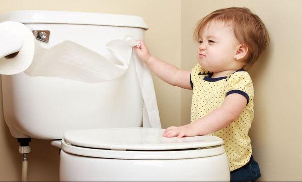 Παιδική δυσκοιλιότητα: Αυτά είναι τα σημάδια για να την αναγνωρίσετε