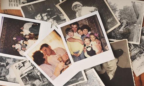 Δείτε γιατί αξίζει να φτιάχνουμε οικογενειακά άλμπουμ και πώς μπορούμε να τα οργανώσουμε καλύτερα