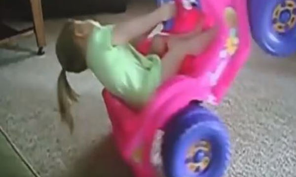 Αυτά τα μωρά έχουν μεγάλα κέφια και το διασκεδάζουν (video)