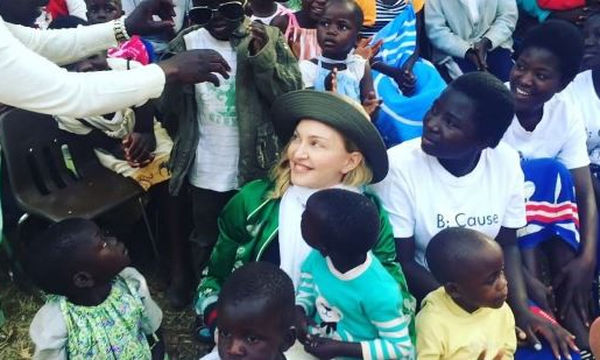 Madonna: Τι θέλει να κάνει για τα παιδιά στο Μαλάουι
