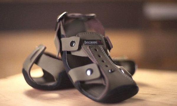 «Το παπούτσι που μεγαλώνει»:  Η ιδέα που βελτιώνει τη ζωή εκατομμυρίων παιδιών