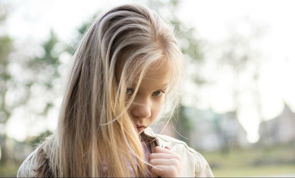 Ντροπαλός έφηβος: Τα χαρακτηριστικά και ο τρόπος αντιμετώπισής του από τους γονείς