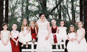 Παντρεύτηκε έχοντας στο πλευρό της τα παιδιά που πρόσεχε όλα αυτά τα χρόνια ως baby sitter (pics)