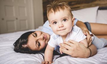 Μωρό 9 μηνών: Όλα όσα πρέπει να γνωρίζετε για την ανάπτυξή του