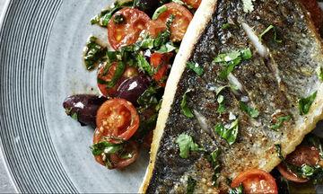 Συνταγή του Gordon Ramsay: Τσιπούρες με ντοματίνια και ελιές