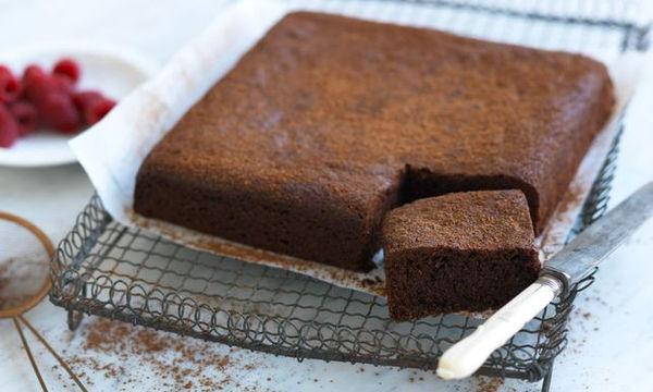 Συνταγή για αφράτο, σοκολατένιο κέικ χωρίς βούτυρο
