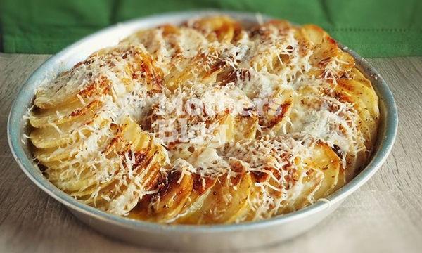 Πατάτες στο φούρνο αλλιώς με πέντε υλικά από τον Γιώργο Γεράρδο