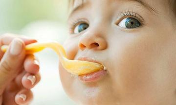 Πώς θα βοηθήσω το μωρό μου να αποδεχτεί νέες στερεές τροφές;