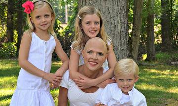 Υποκλινόμαστε! 12 μαμάδες που πάλεψαν με τον καρκίνο ποζάρουν χαμογελαστές δίπλα στα παιδιά τους