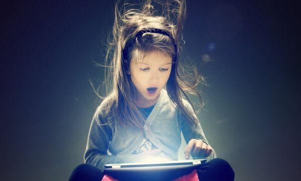 Ημέρα Ασφαλούς Διαδικτύου: Άγνοια διαδικτύου - Πώς μπορεί ο γονιός να προστατεύσει το παιδί