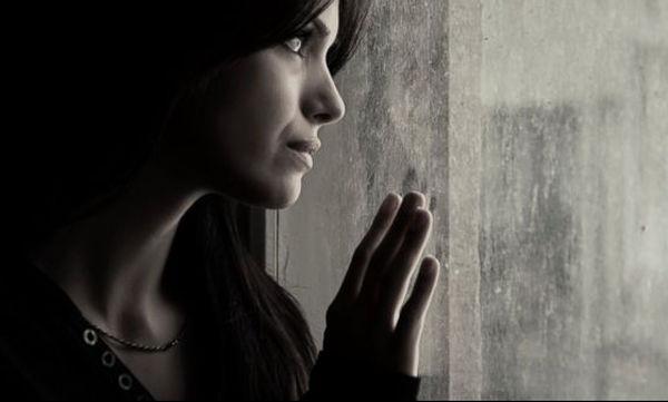Χειμωνιάτικη θλίψη: Γιατί οι γυναίκες υποφέρουν περισσότερο από τους άνδρες;