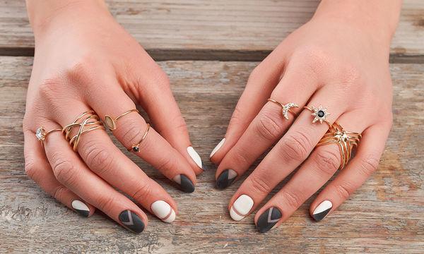 Έτσι θα βγάλετε εύκολα ένα δαχτυλίδι από τα πρησμένα σας δάχτυλα (vid)