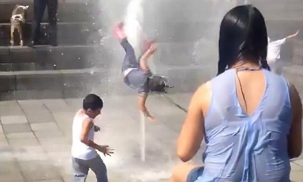 Πίδακας νερού εκτόξευσε στην κυριολεξία κοριτσάκι - Δείτε το σοκαριστικό βίντεο
