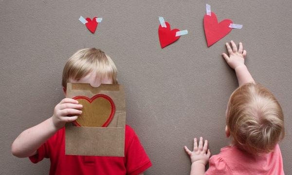 Ημέρα του Αγίου Βαλεντίνου: 8 ιδέες για να την γιορτάσετε και με τα παιδιά σας