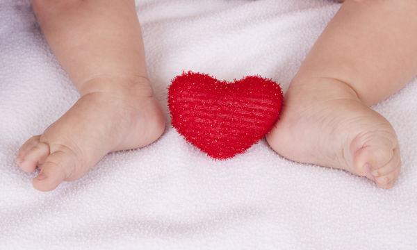 Για την ημέρα του Αγίου Βαλεντίνου φτιάξτε μία καρδιά με τα πατουσάκια του παιδιού σας
