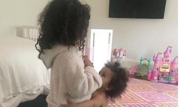 Ξαδελφική αγάπη: Η νέα γενιά των Kardashians τα «σπάει» στα social media (pics)